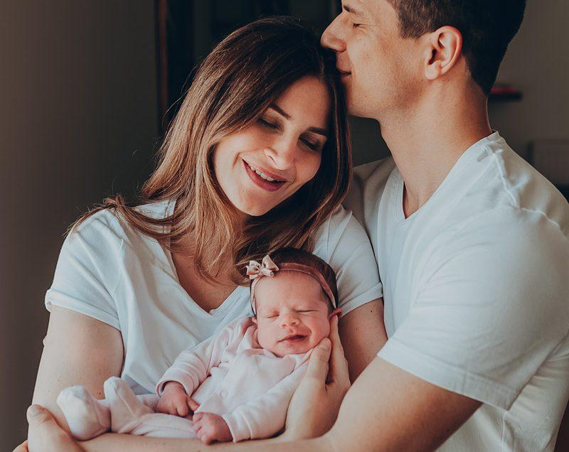 Édes otthon – újszülött fotózás a baba otthonában